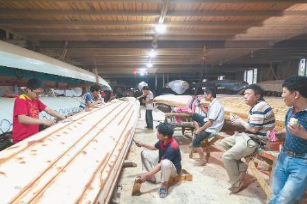传承古老龙舟工艺 传播传统龙舟文化