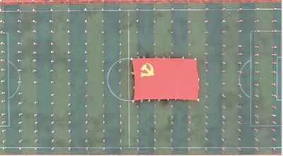 4000多名师生录制集体舞《灯火里的中国》