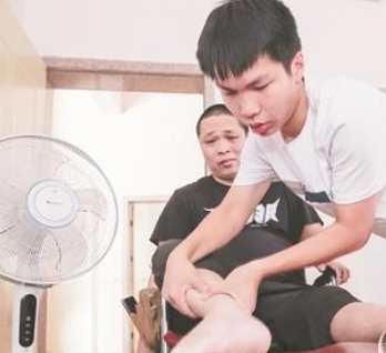 父亲下身瘫痪坚强面对 成绩理想步入新阶段