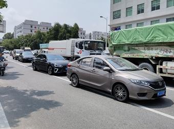 市民反映路口经常大堵车 望有关部门及时整改