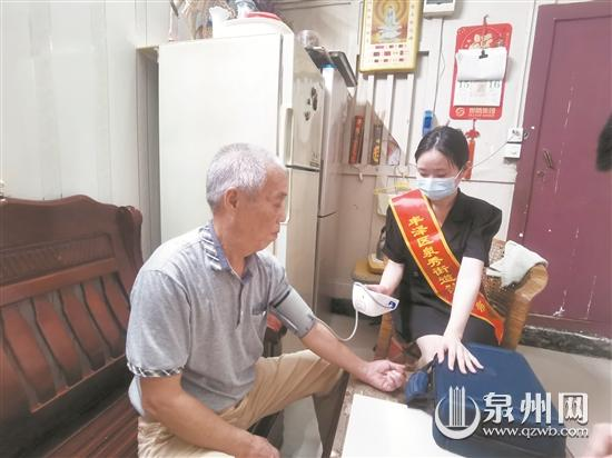 """见义勇为""""蜘蛛侠""""行善者遇到困难 志愿者上门帮扶"""