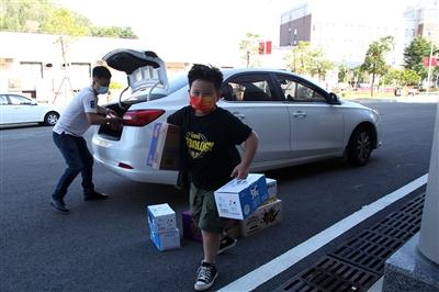小学生用压岁钱购买物资 捐赠给一线医护人员