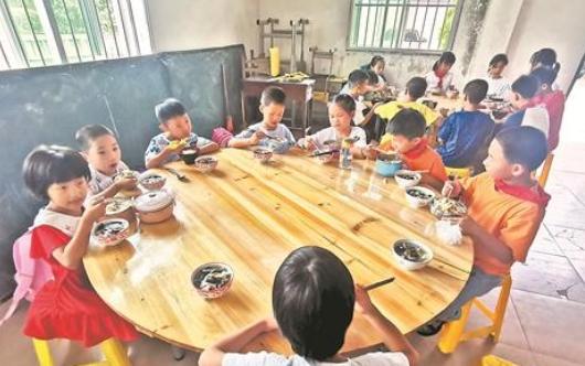 仙夹夹际小学提供午间托管服务 呵护学生健康成长